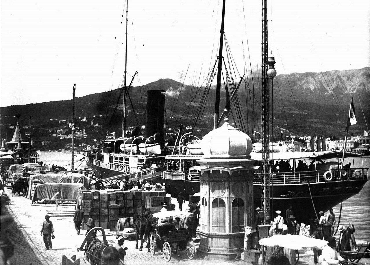 Грузы в ялтинском порту