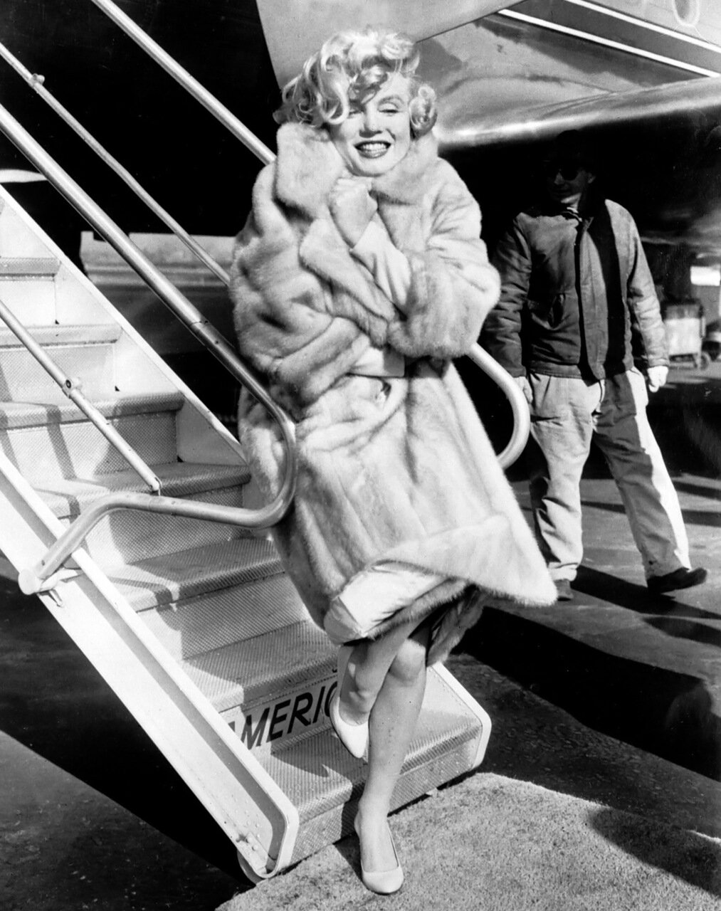 NEW YORK CITY, UNITED STATES: American actress Marilyn Monroe poses in 1959 for the photographers at La Guardia Airport before to fly to Chicago, for the presentation of her film 'Some like it hot'. (Photo credit should read STR/AFP/Getty Images)