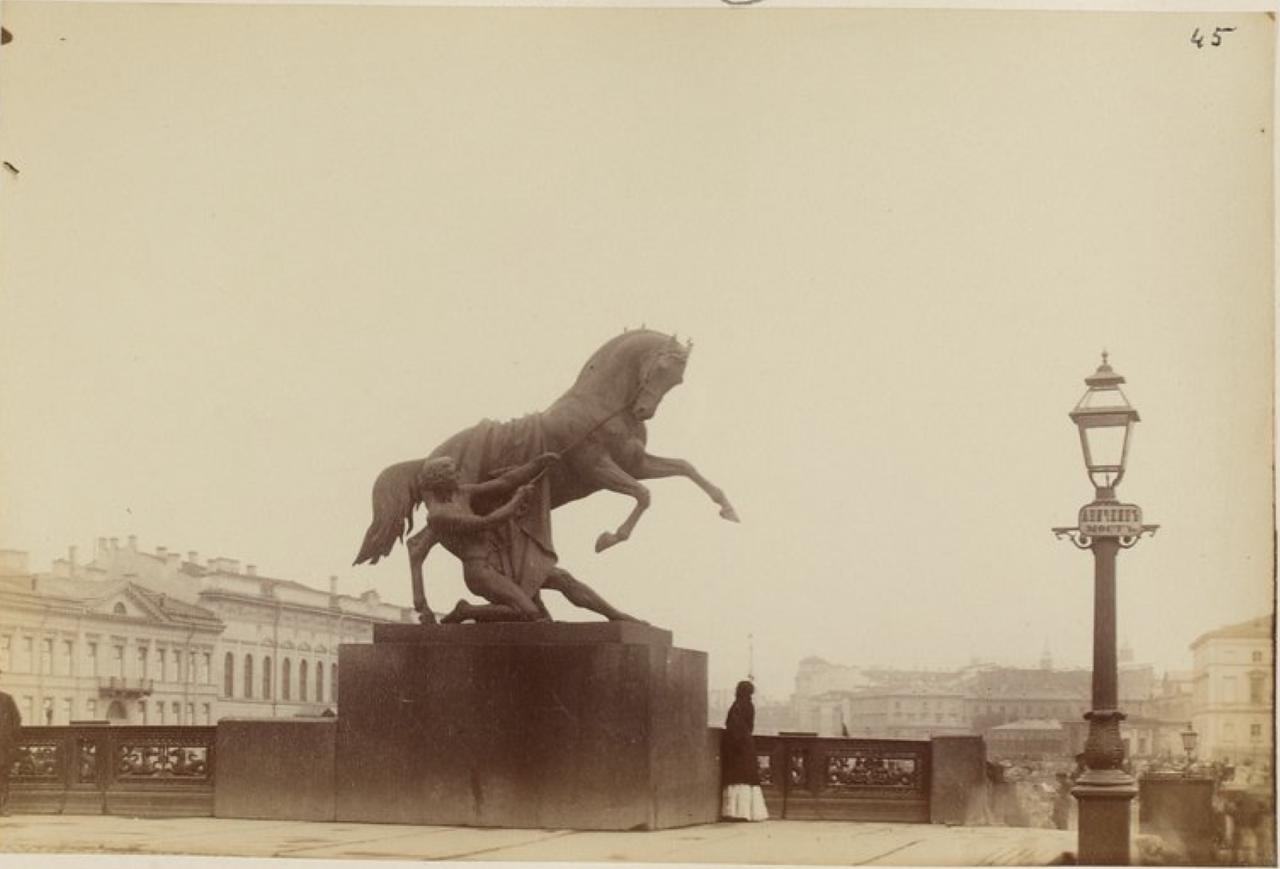 15. Скульптуры «Укротители коней»