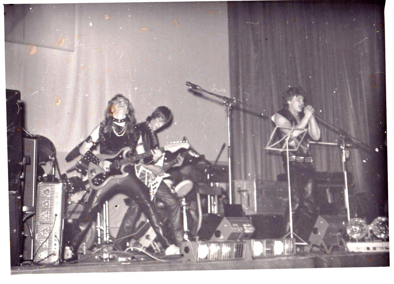 1988-1991. Выступление «Хижины Мельника» на одном из местных фестивалей
