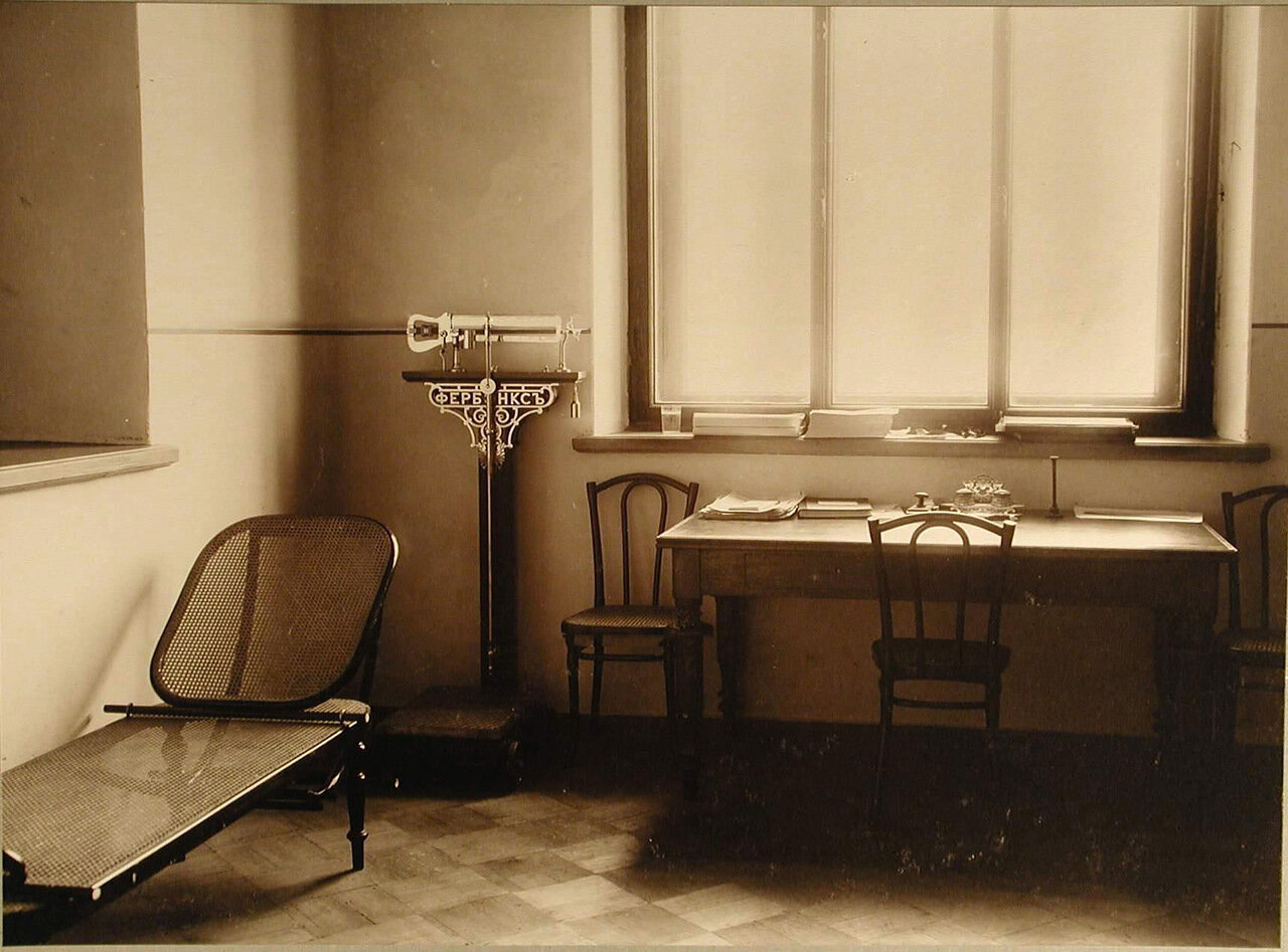 09. Вид части кабинета врача амбулатории училища