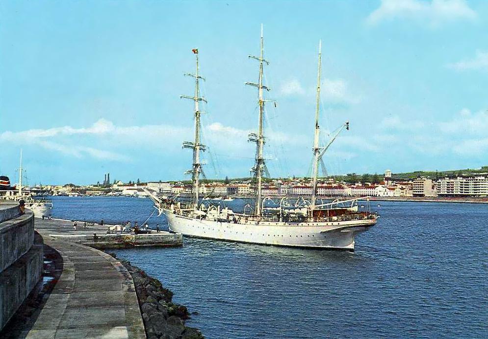 Ponta Delgada - Vista Parcial do Porto 2.jpg