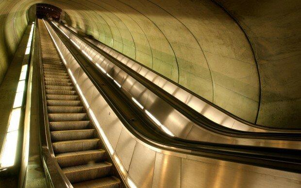 Если во сне вы, наоборот, поднимались на эскалаторе, значит, вам доведется получить от за.