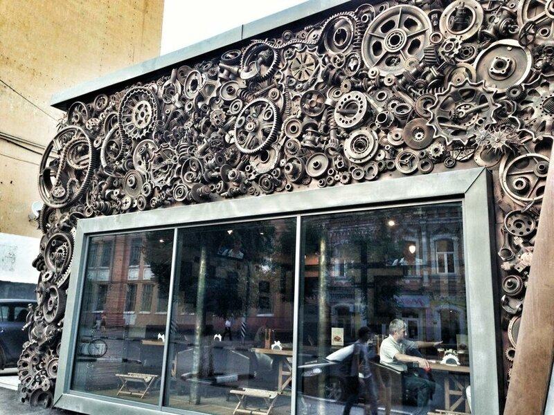 Фасад саратовского ресторана Конек