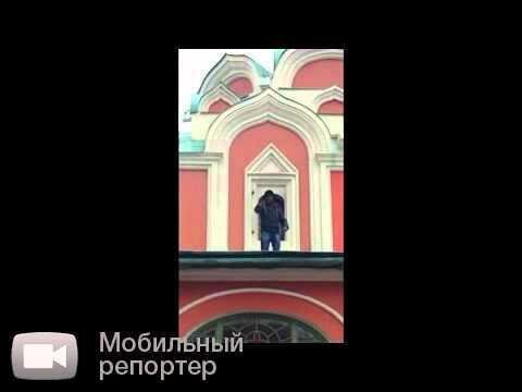 """Обезьяна"" на крыше храма, На Красной площади"