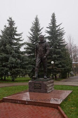 Памятник космонавту Титову в сквере им. Титова, Краснознаменск