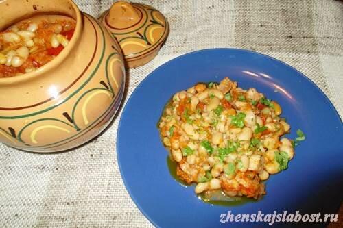 човлент - мясо в горшочках с фасолью и перловкой