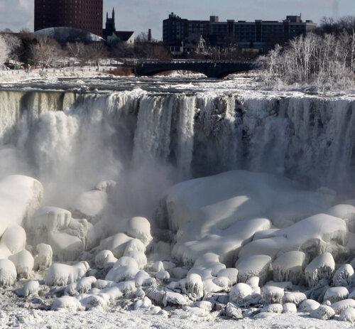 Ниагарский водопад превратился в лед