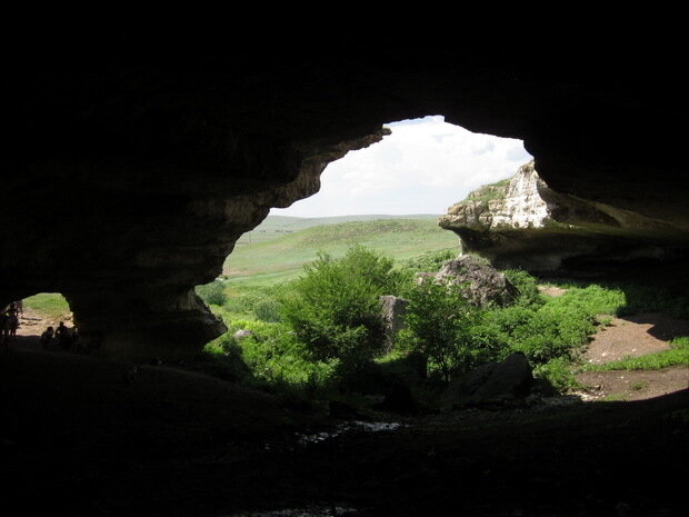 Одна из пещер Белой скалы