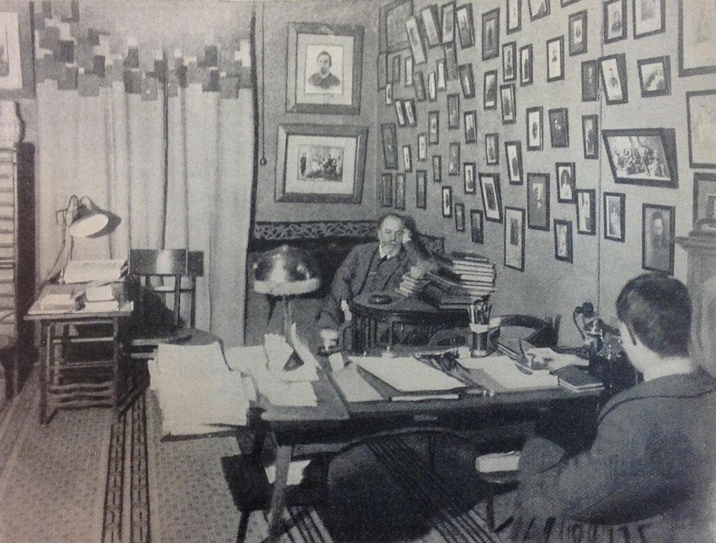 401501 В.И.Немирович-Данченко в своем театральном кабинете.jpg