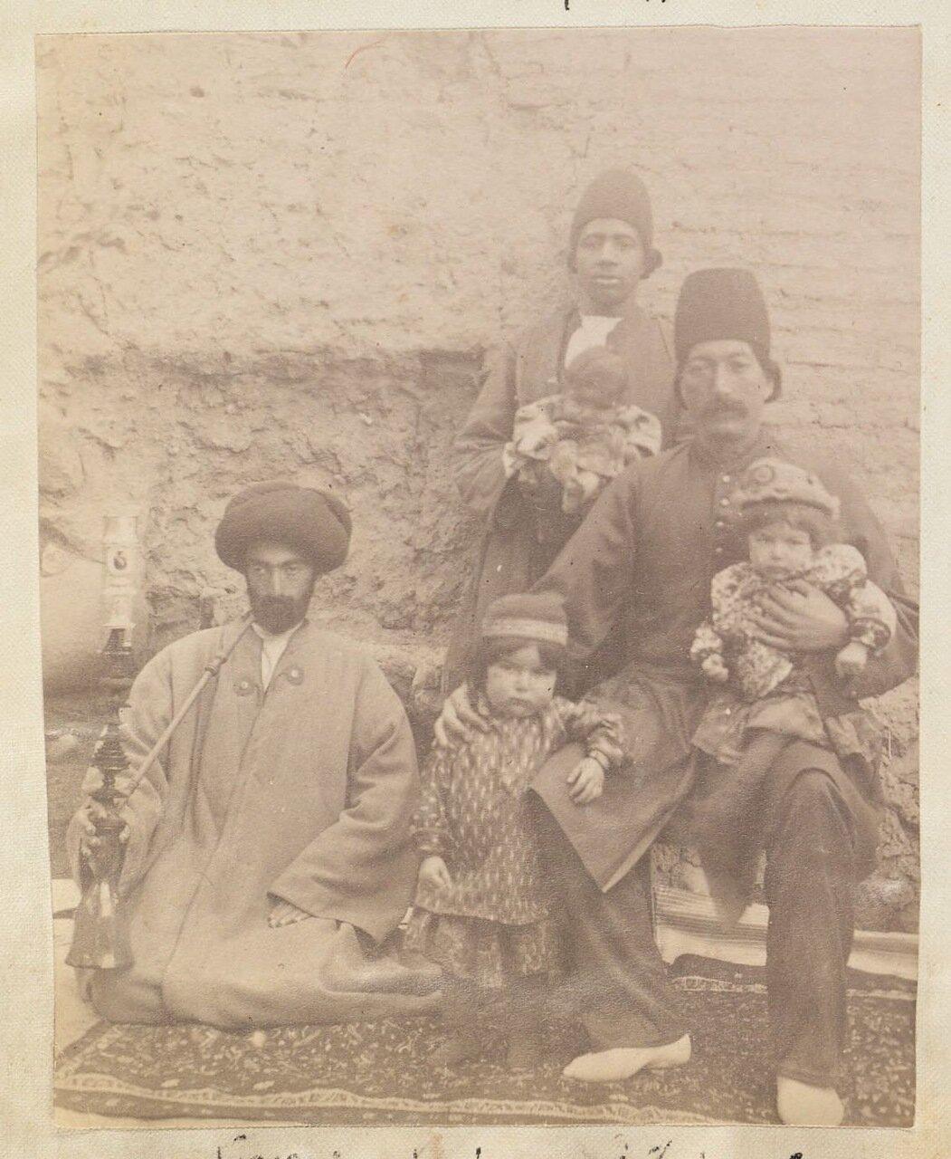 Мухаммад Хусейн Мирза, офицер Сараб, сын Хаджи Мирзы Наср Аллаха и Навваб Исмет аль-Давлах