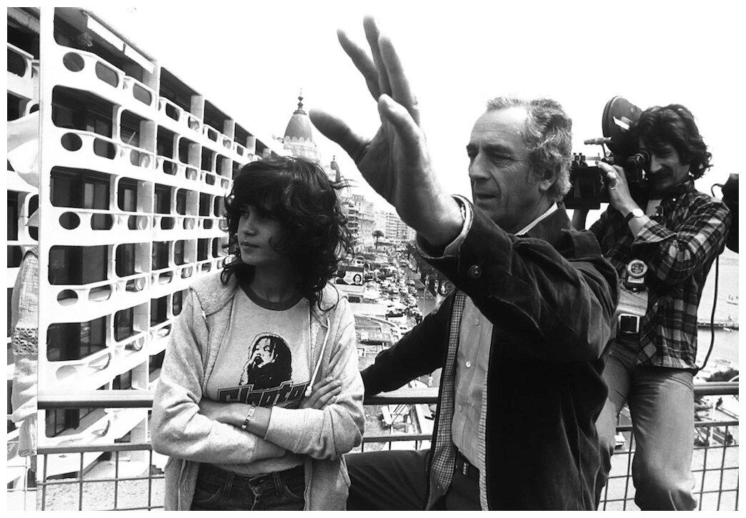 1975. Французская актриса Мария Шнайдер с итальянским режиссером Микеланджело Антониони на Каннском фестивале 22 мая,где они представляют свою ленту «Профессия репортер»