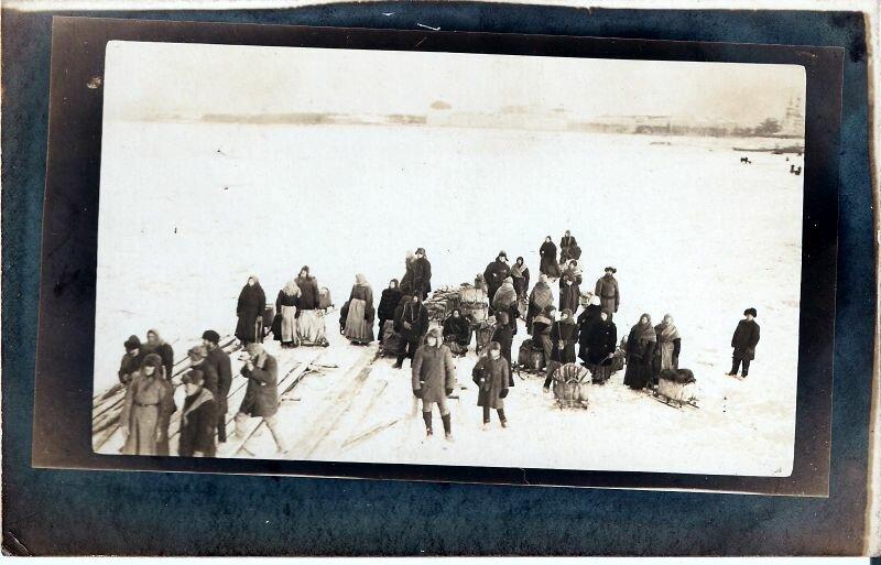 Кегостровцы со своим товаром готовятся отправиться на рынок в Архангельске