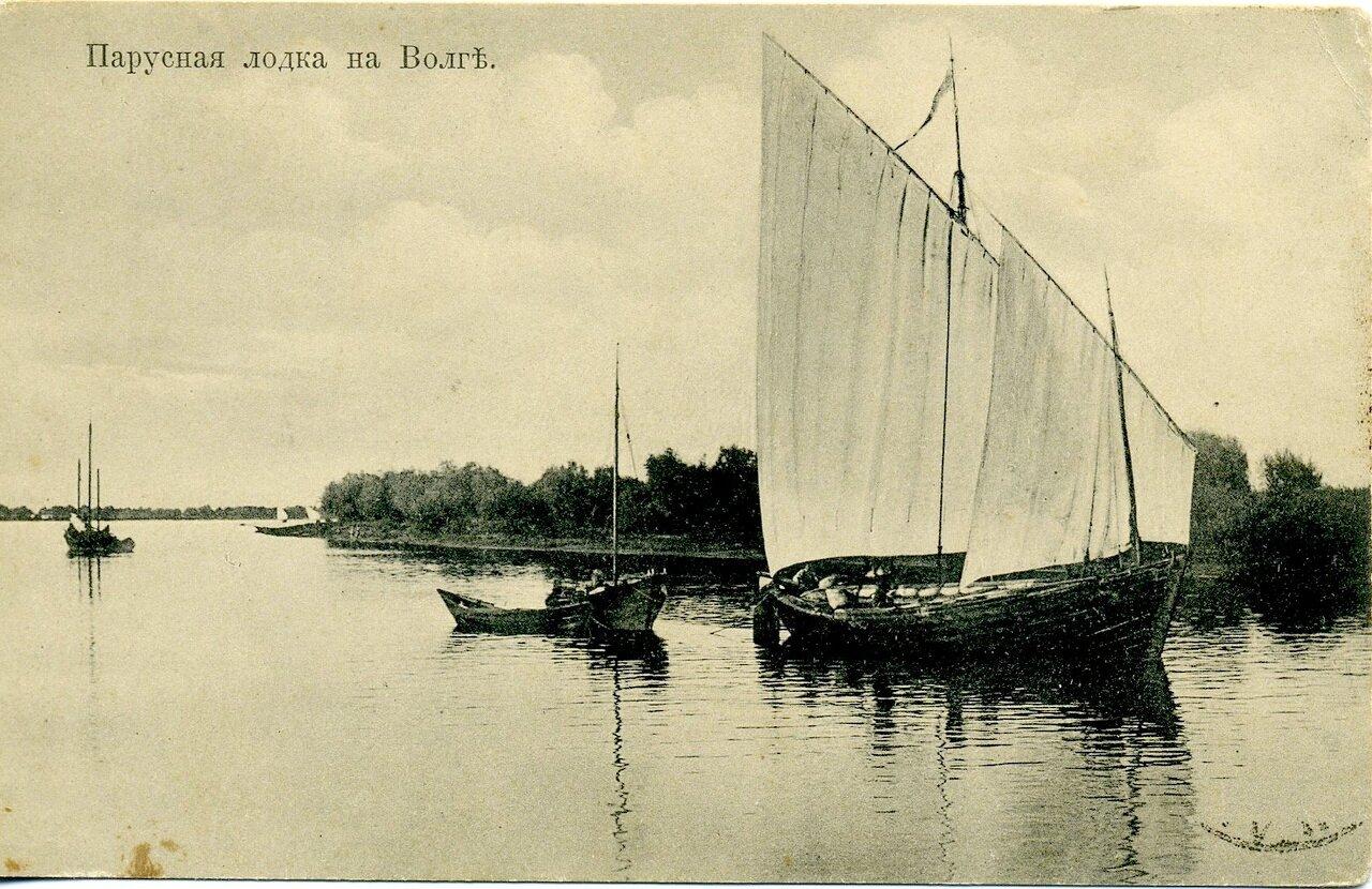 Парусная лодка на Волге