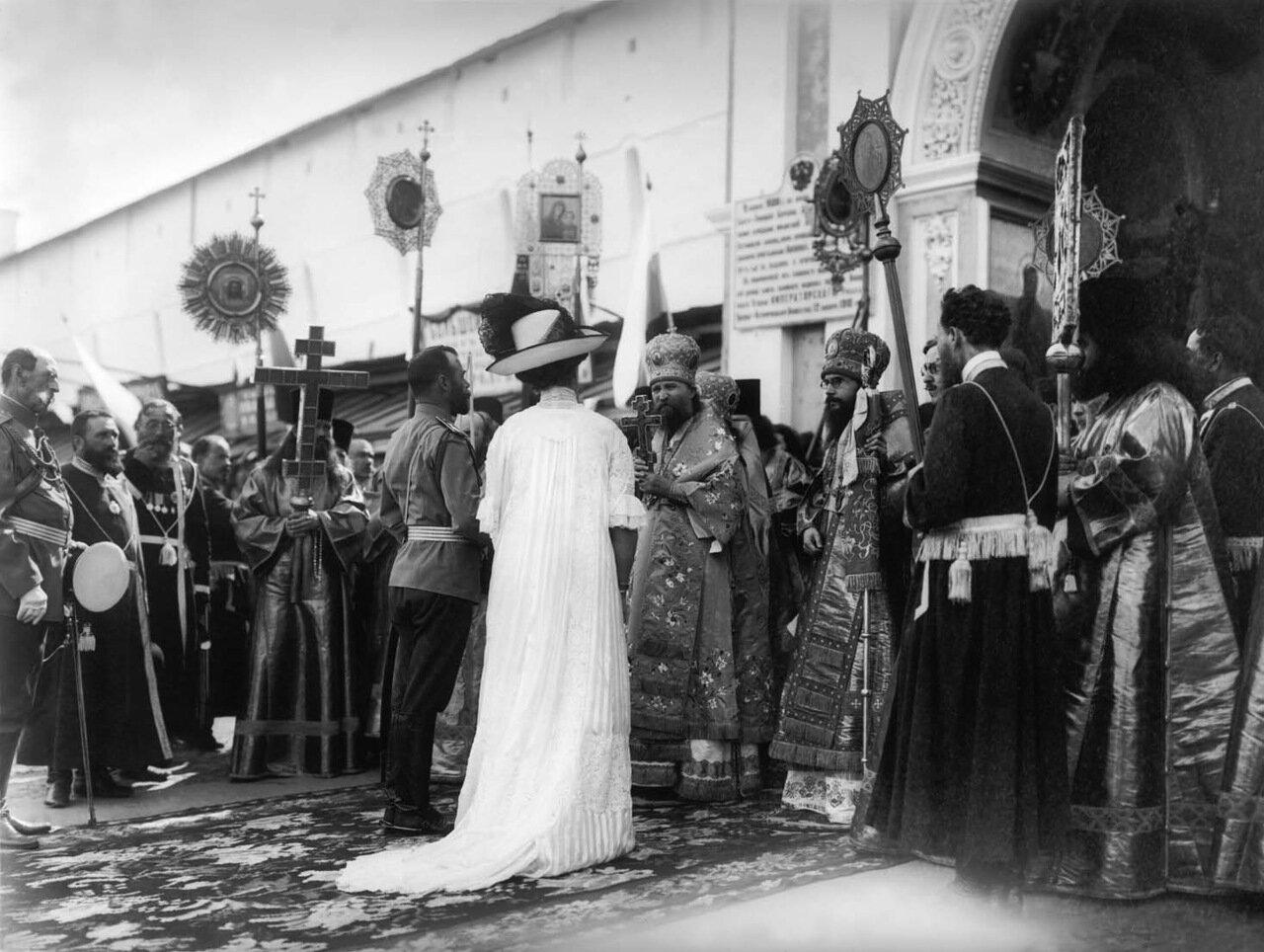 Император Николай II с императрицей в лавре