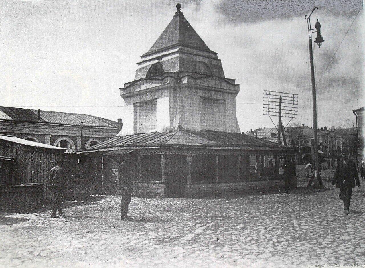 Центральная площадь у торговых рядов,1910