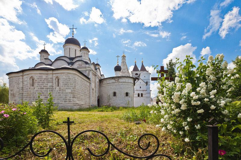 Место старого некрополя Введенского женского монастыря - Серпухов