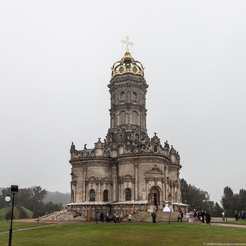 Знаменский храм в Дубровицах - вид со стороны усадьбы