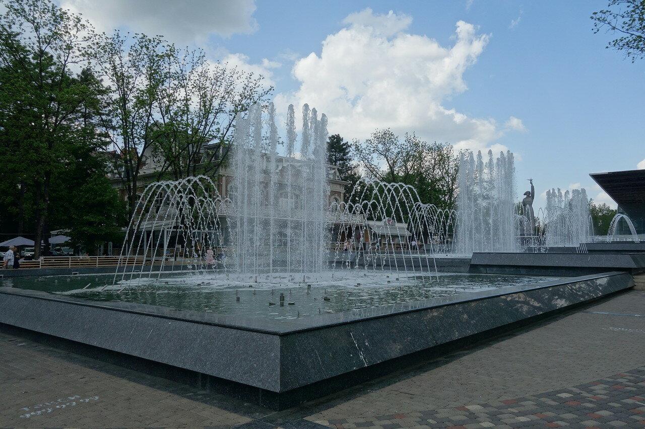 поющий каскадный фонтан Аврора