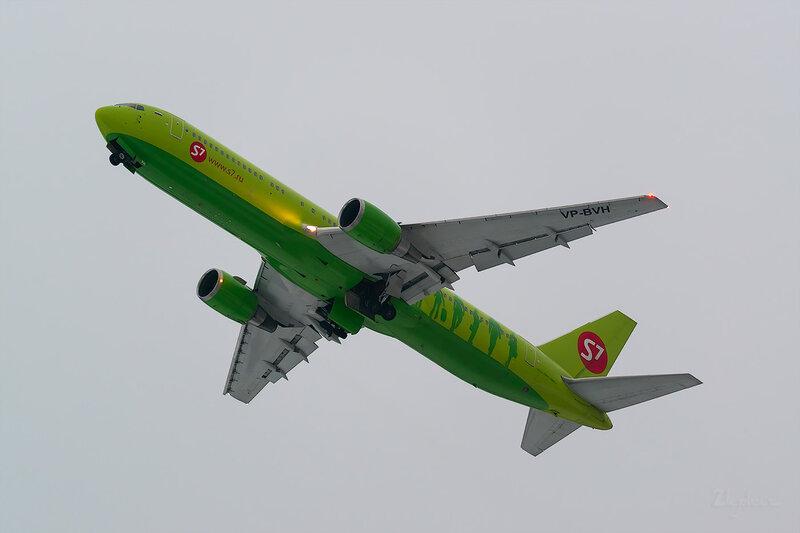 Boeing 767-33A/ER (VP-BVH) S7 D803533