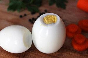 Как сделать снеговика из яиц для новогоднего стола