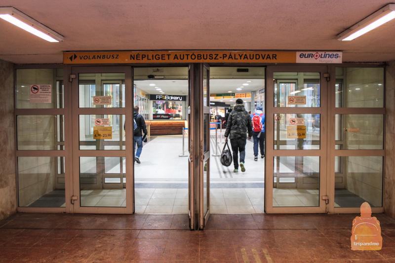 Автобусы уходят с вокзала Неплигет