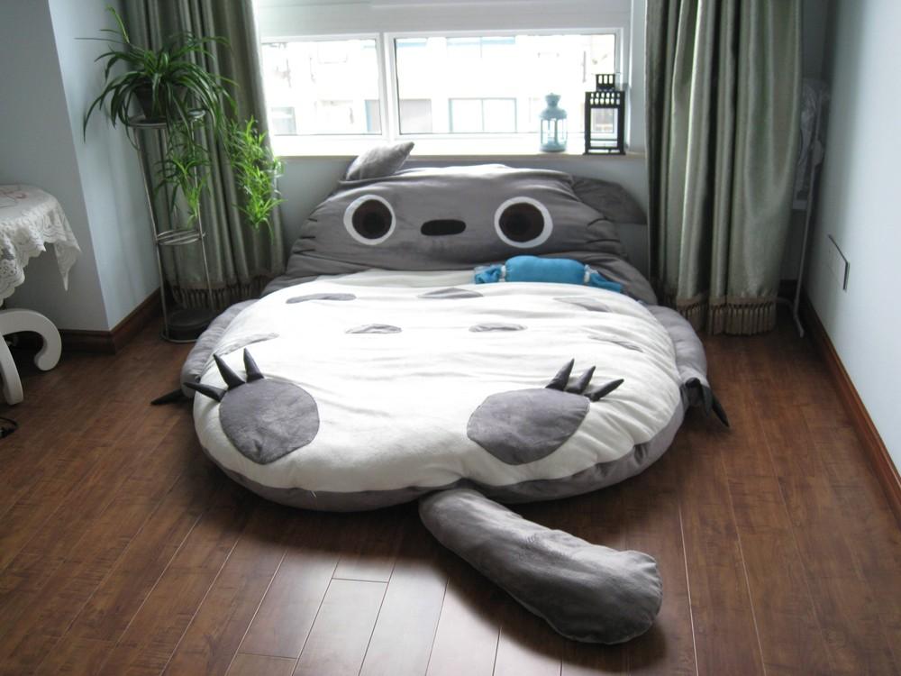 2. Мой сосед Тоторо Милая кроватка в виде одного из персонажей популярного мультфильма.