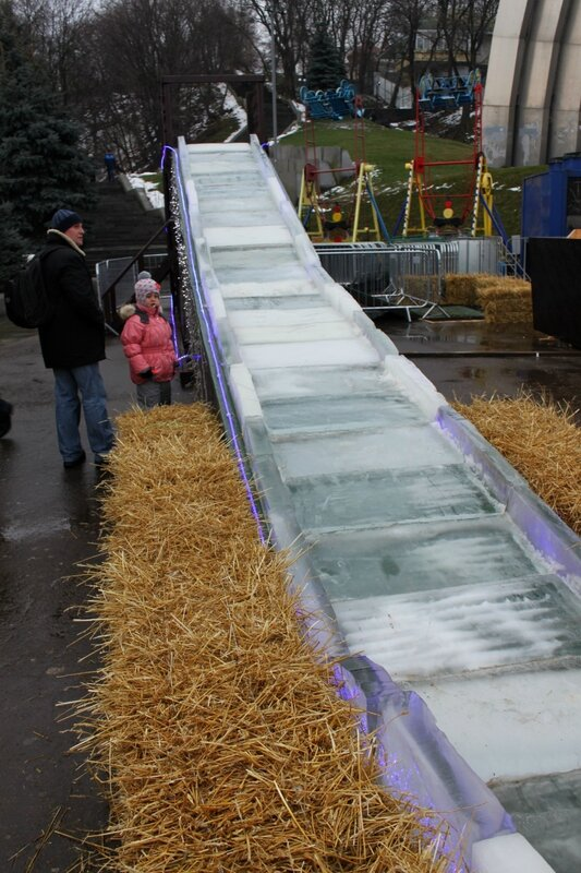 Ледяная горка под Аркой