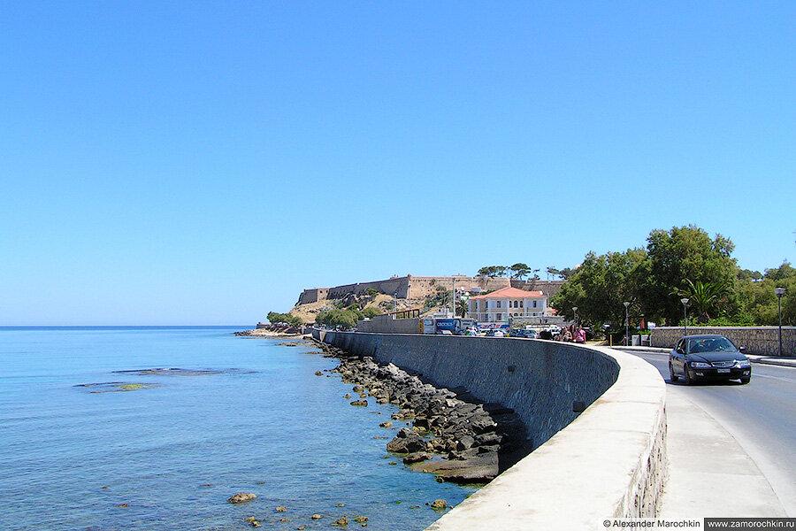 Набережная и вид на крепость Фортецца в Ретимно
