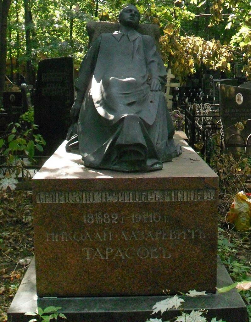 Памятник на могиле Н Тарасова 2014 Щербаков4