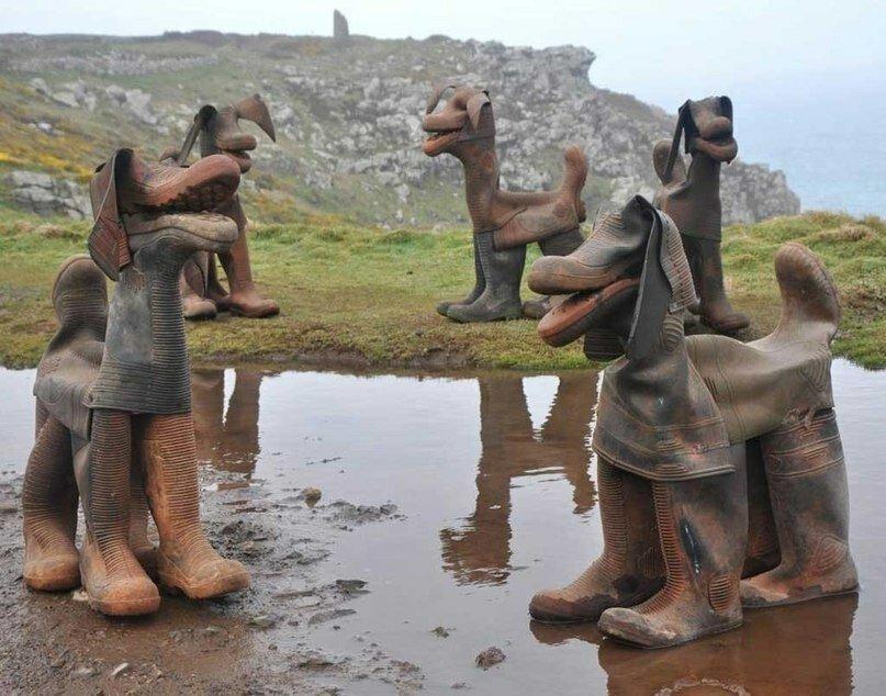 На случай наводнений и в осенние дни... Запасаемся резиновыми изделиями!