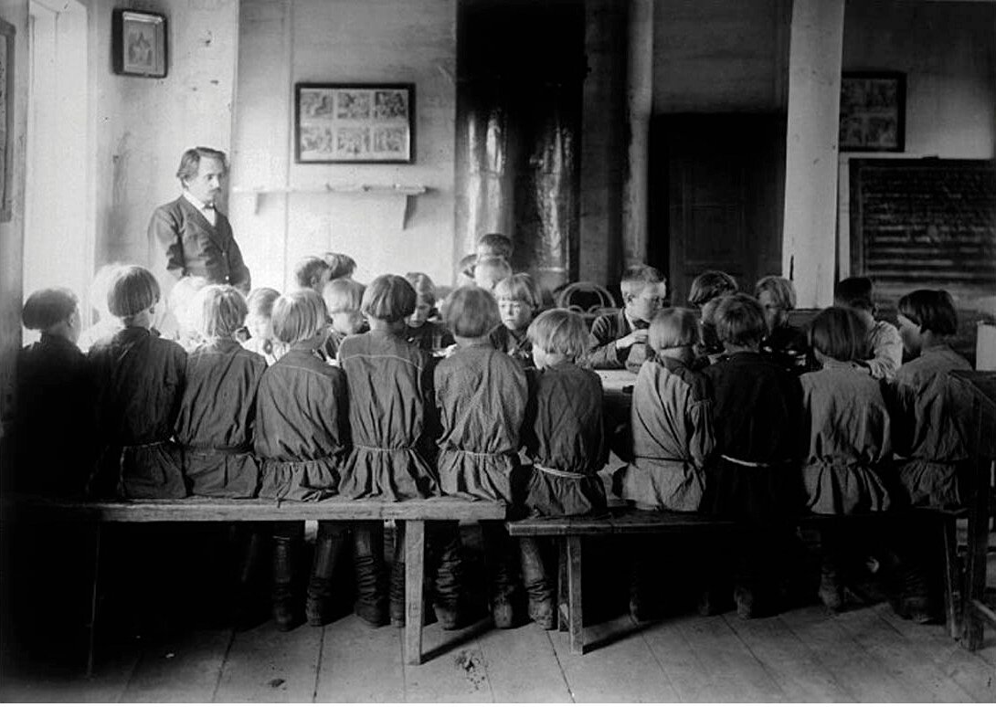 Детская столовая в школе. Село Черновское, Сергачский уезд