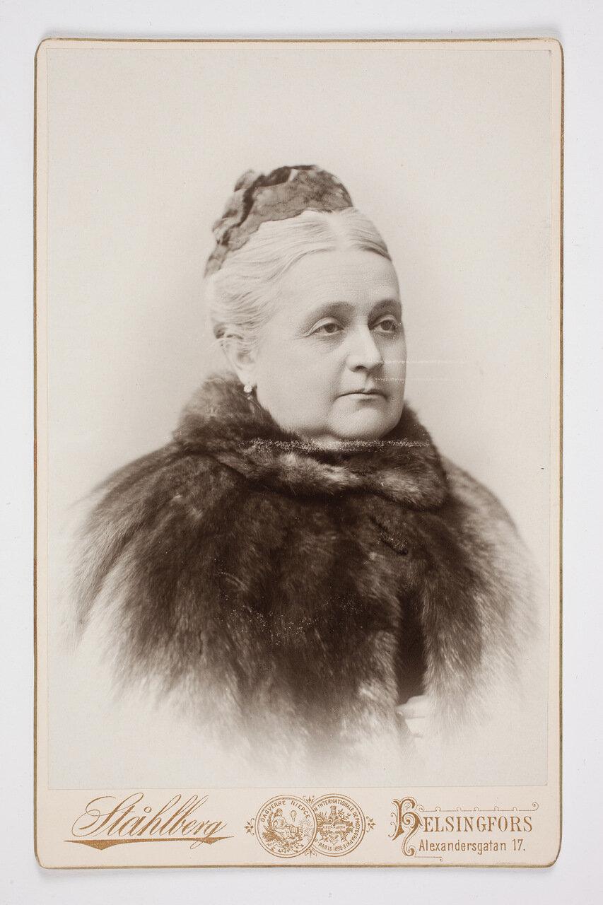 Ольга Вивека фон Аммондт (урожденная Рамзай)  (1836—1902, фрейлина, была замужем за Тавастгусским губернатором генерал-майором Э. В. фон Аммондтом)