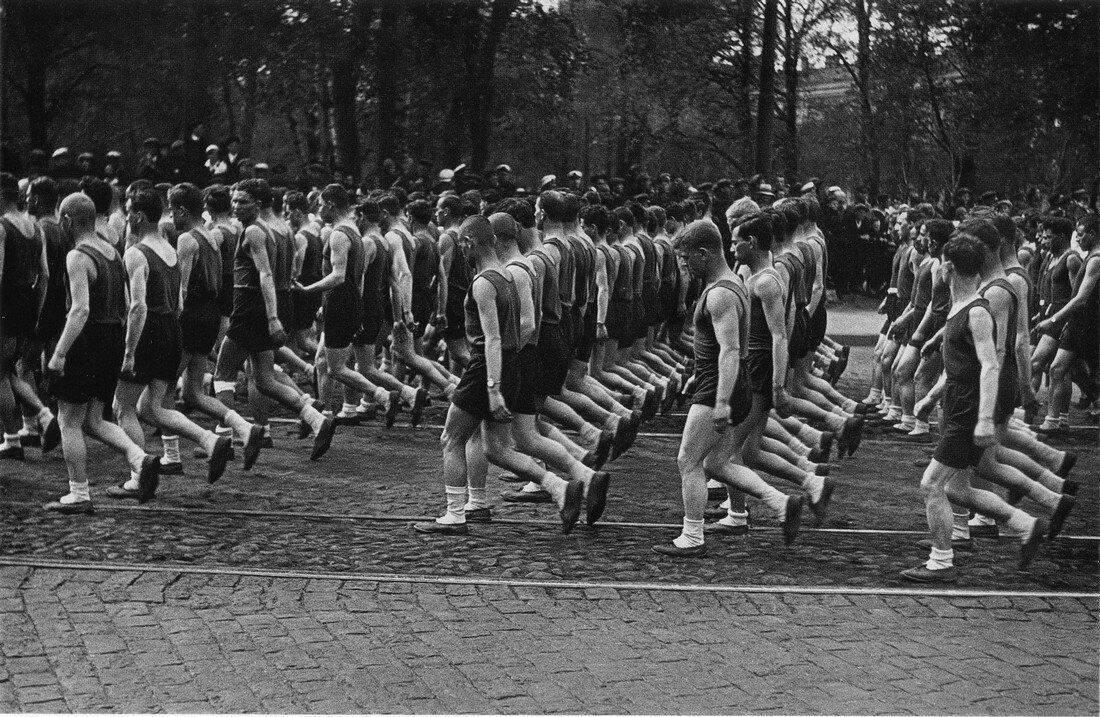 1933.Колонны физкультурников Союза транспортного машиностроения