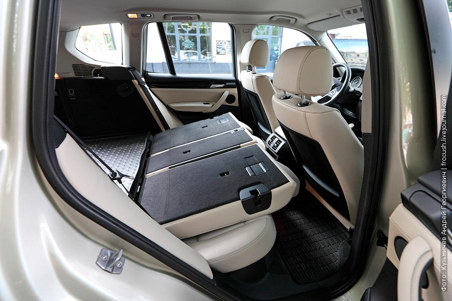 задняя часть салона BMW X3 xDrive30d