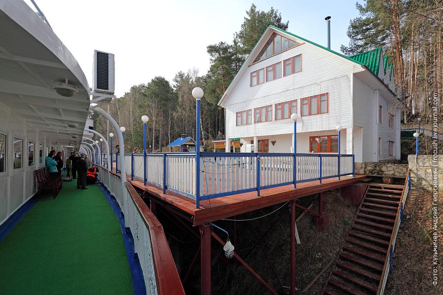 Теплоход Василий Чапаев у базы отдыха Зеленые Мили