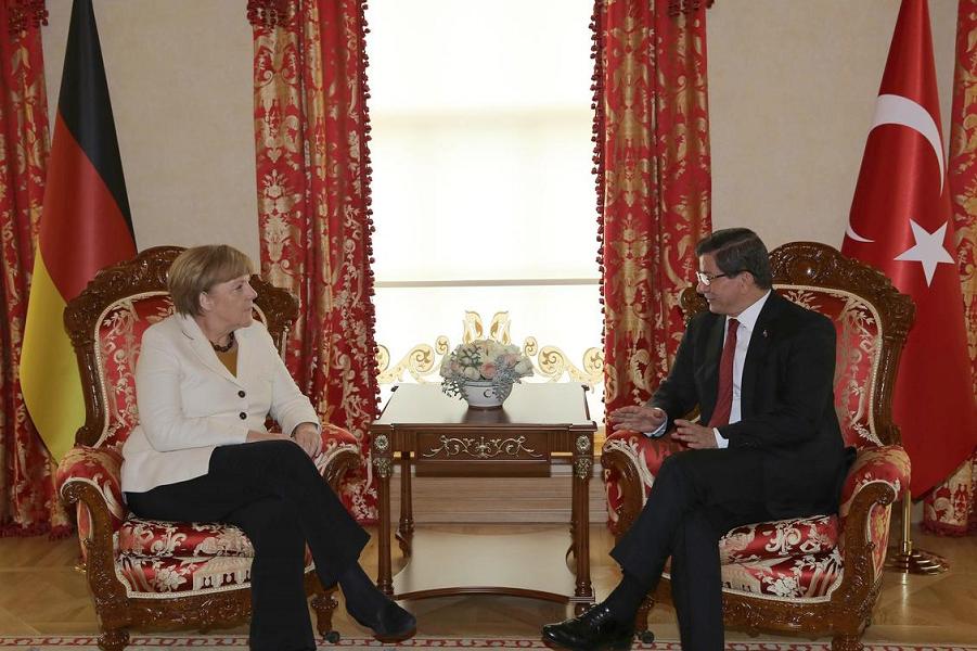 Меркель и Давутоглу.png