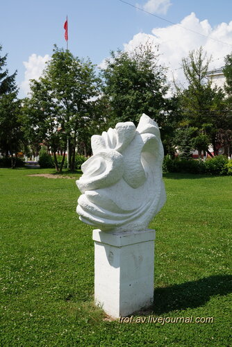 Солнечногорск, Советская площадь, необычные памятники