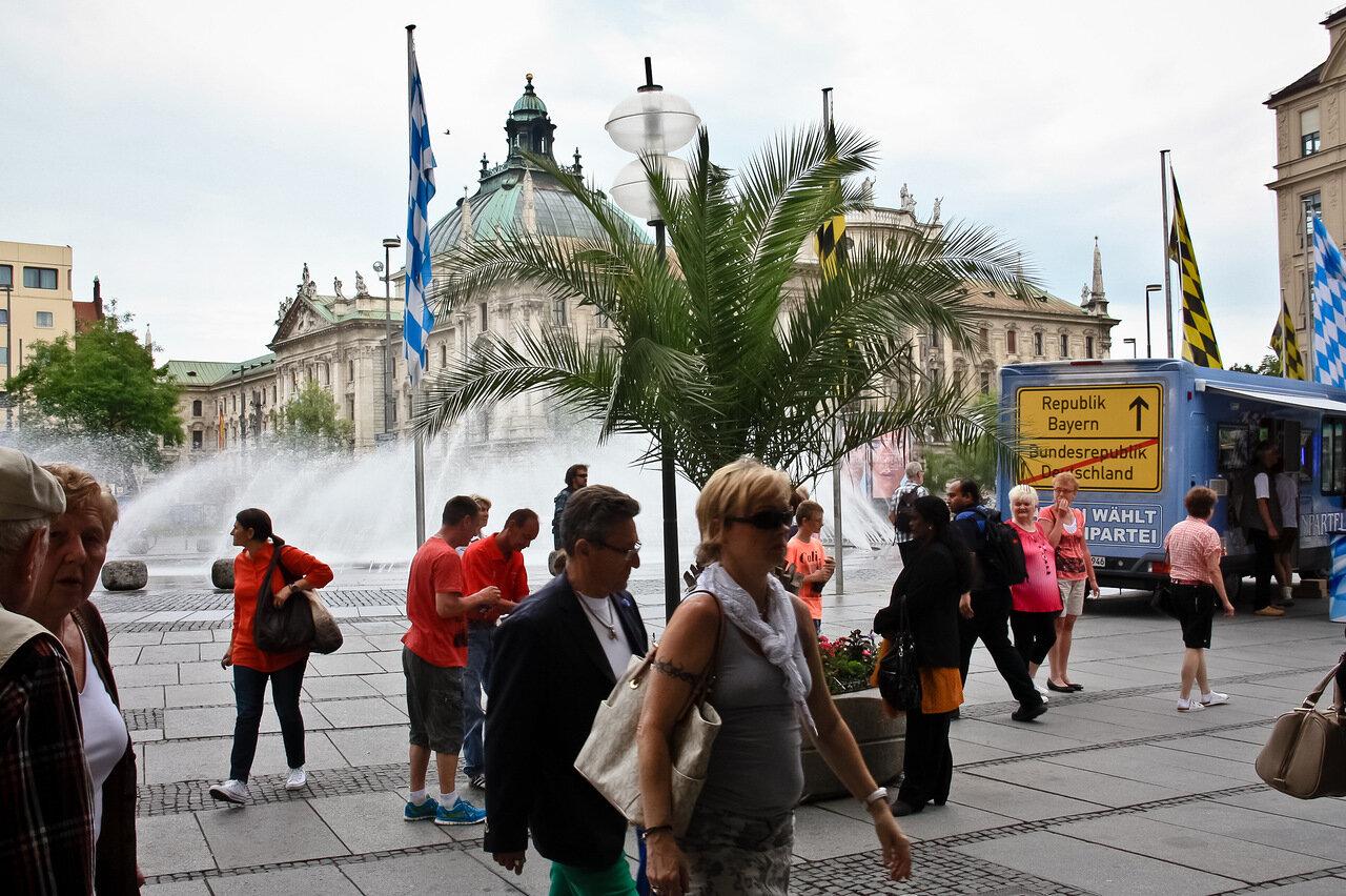фото пешеходной зоны туристов в мюнхене который