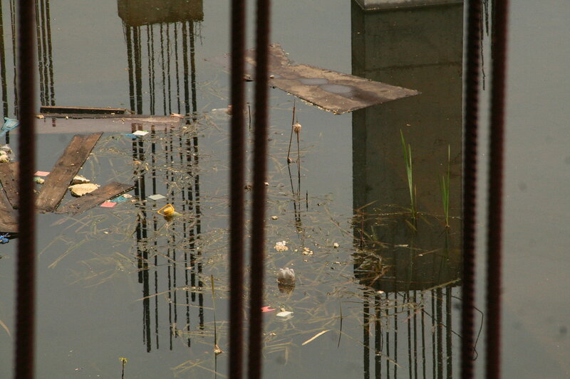 На месте недостроенной подземной парковки на Хохловской площади образовался пруд