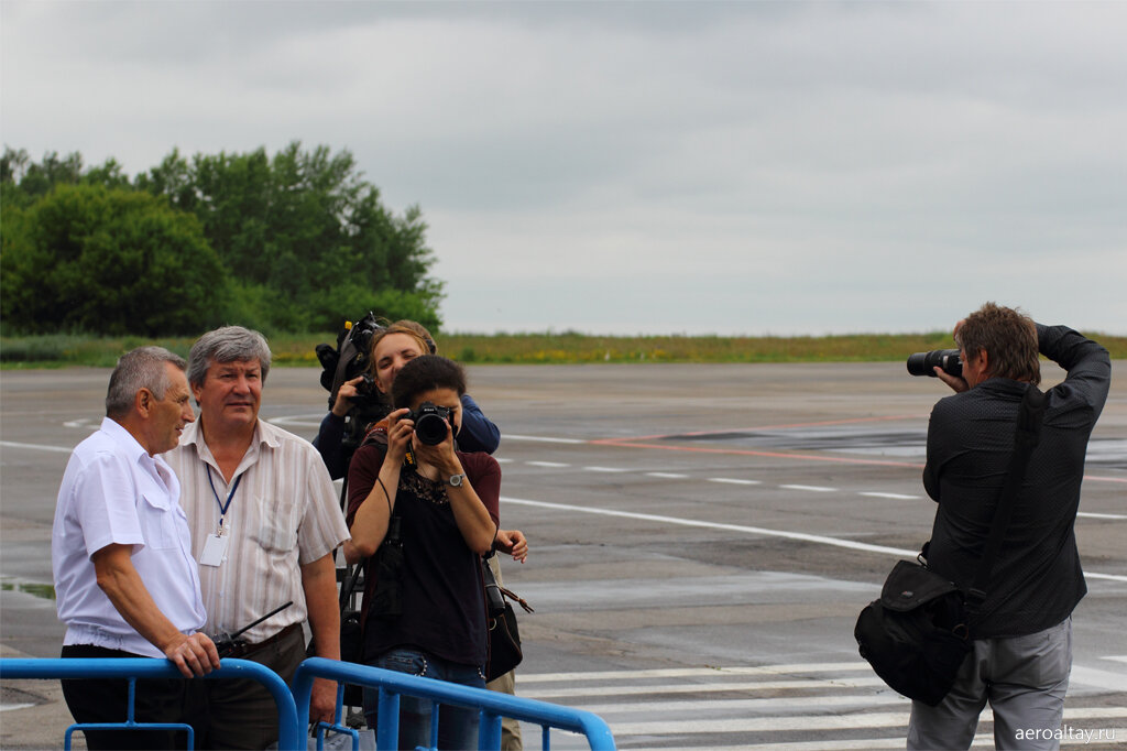 Фотографы в аэропорту Барнаула