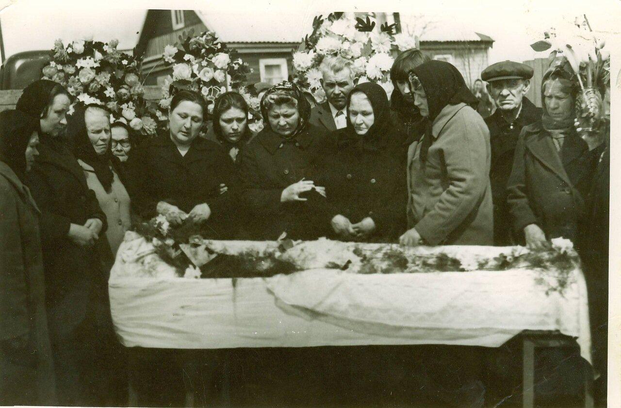 Белый. 1976. Похороны бабушки Кати.