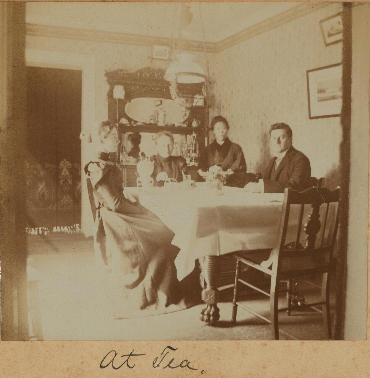 За чаем, март 1899