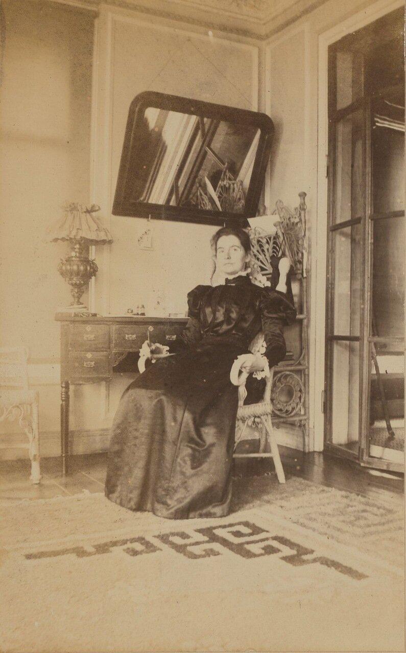 Элеонора Прэй на террасе своего дома. 1900