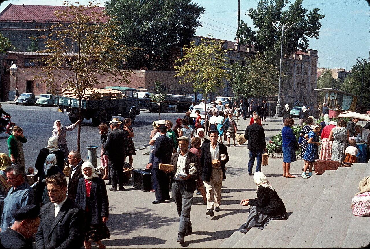 Киев. Возле Речного Вокзала