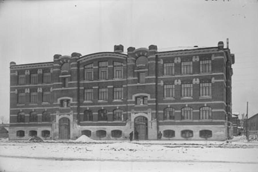 Внешний вид здания мужской школы им. Александра III