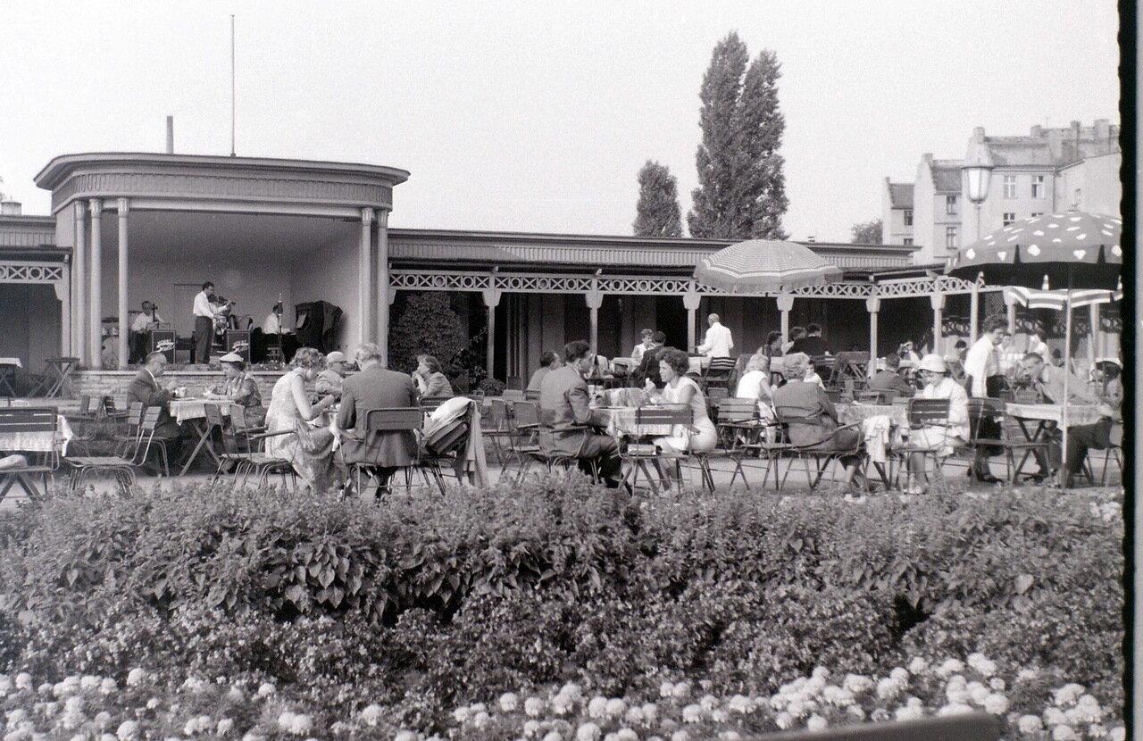 8 сентября 1959. Шталиналлее. Кафе Варшава, Восточный Берлин