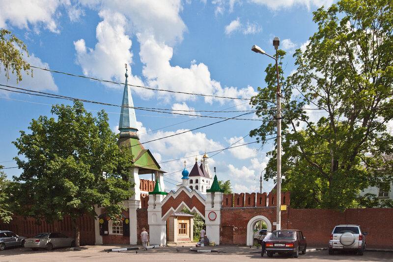Северный ворота Введенского монастыря