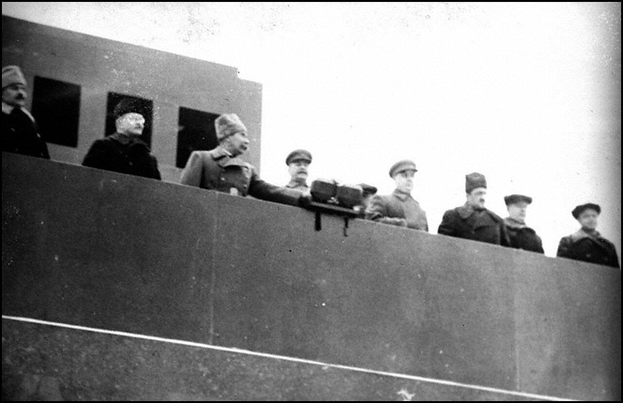 Руководители партии и правительства на трибуне Мавзолея В.И.Ленина в день празднования 24-й годовщины Великой Октябрьской социалистической революции