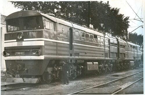 Тепловоз 2ТЭ10В-4523, локомотивное депо Петропавловск, 1979.jpg